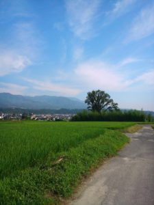 青空が目にしみる飯田の夏
