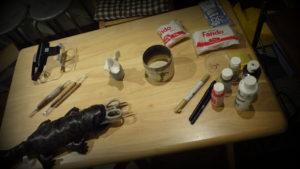 ここで干支指人形「樽酉」の制作を…